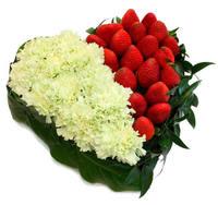 """Сердце из цветов """"Ягодка"""""""