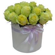 """Зеленые розы в шляпной коробке """"Модница"""""""