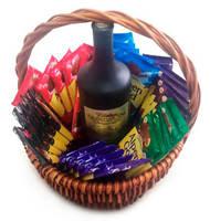 """Корзина с шоколадом """"Alpen Gold""""  (вино в подарок)"""