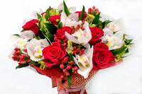 """Букет из роз и орхидей """"Утренняя заря"""""""